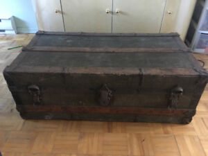 Coffre antique - vintage trunk