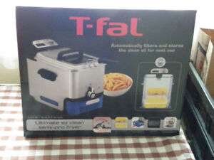 Brand New T-Fal Ultimate EZ Clean Pro Deep Fryer Never opened