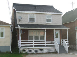 LEGAL DUPLEX UPDATED AND  NEAR  DOWNTOWN!!