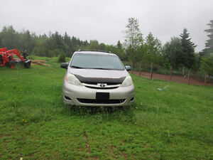 2006 8 seater Toyota Sienna Minivan for parts or repair