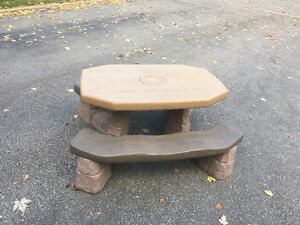 Great and durable kids table West Island Greater Montréal image 1