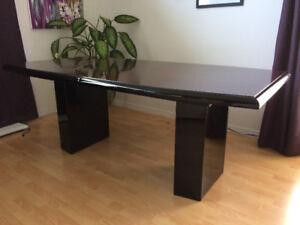 Table de grande dimension 79''