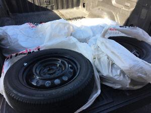 SET de Bridgestone P175/65R15 + Jante Toyota Corolla