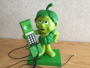 VINTAGE, ANTIQUE -GREEN GIANT LITTLE SPROUT PHONE