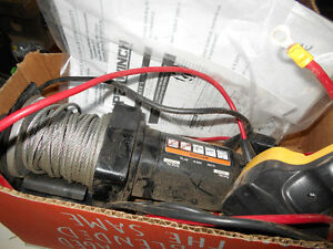 ELECTRIC SUPERWINCH   (LIKE NEW)
