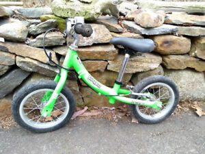 Kinderbike Balance Bike: Laufrad, green, awesome.