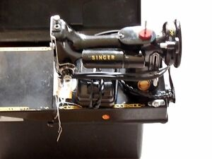 Singer 221K sewing machine with carry case Kitchener / Waterloo Kitchener Area image 2