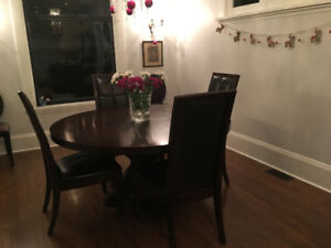 Urban Barn 5 Foot Dia Solid Wood Table / Leather Chairs