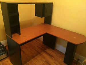 Corner Desk for sale, perfect condition barely used London Ontario image 1