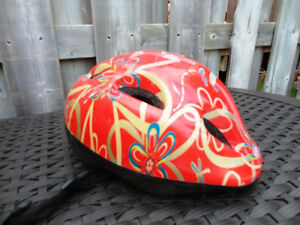 Red Childs Bike Helmet (Ages 7 to 9)  47 - 53cm
