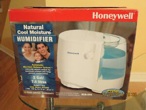 *** HONEYWELL COOL MOISTURE HUMIDIFIER WHITE ***
