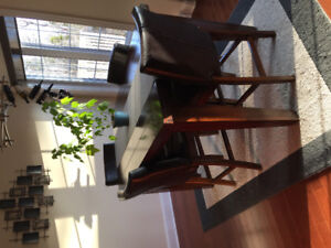 Kitchen table with 8 leather chairs / pub style