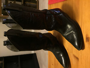 Woman's western boots size 9