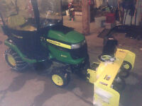 2009 John Deere X320 Lawn Tractor with Snow Blower