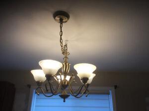 2 luminaires, style classique, 3 et 5 ampoules !!