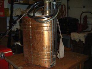 Antique arrosoir a dos en brass