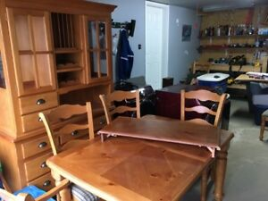 Table /6 chairs/ Hutch