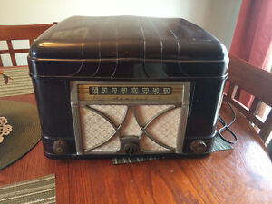 1946/47 Admiral tube radio/record player - works