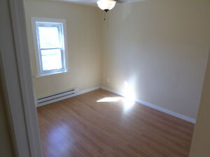 Nice 2 Bedroom upstairs with appliances $925 all inclusive Cornwall Ontario image 5