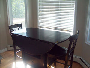 solid bar height table and chairs (moving)