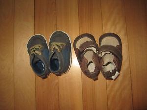 2 paires de souliers 0-3 mois, pyjama nouveau-né et veste 3 mois