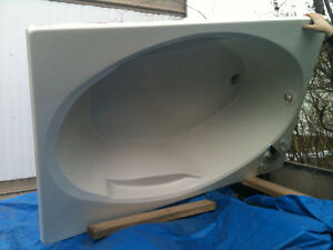 Soaker Tub--Made by Crane-Lightly Used
