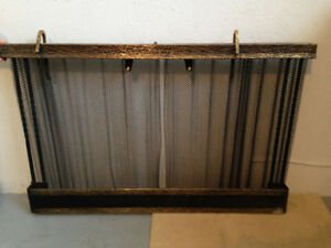 Wood fireplace mesh
