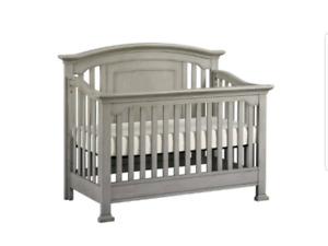 Windsor 4 in 1 crib and dresser