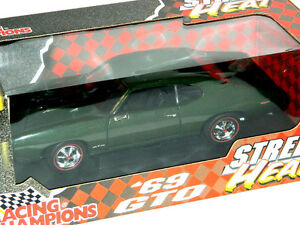 Racing Champions 1/18 Scale 1969 Pontiac GTO Diecast Car Green