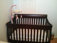 Convertible Crib 4 in 1 Tammy and mattress with mobile.