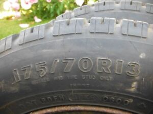 QuatresPNEU HIVERS  avec clous 175/70r13 en exellente condition