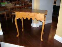 Handmade Curly Maple Queen Anne Table With Drawer