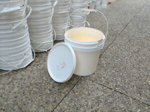 Used white plastic buckets 16 L (5 gallons)  with lids