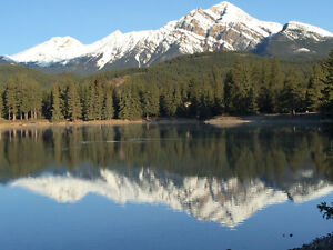 Prestigious cottage on Lake Edith in Jasper Nat'l Park