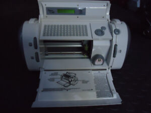 Machine ''Cricut'' Découpe de lettrage vinyle...