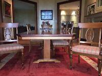 Table et chaisses  salle a diner  avec 2 buffets