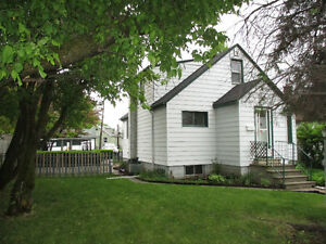 Open House Sunday 1-2:30 127 Selkirk St N