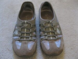 Woman's Sketcher Shoes