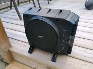 "Infinity Basslink Powered subwoofer: 200 watts and a 10"" sub"