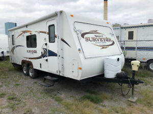2011 surveyor sp234t slide out sleeps 8 $11,900