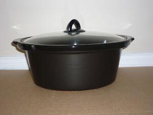 black Ceramic Roaster / Dutch Oven .. in excellent condition Cambridge Kitchener Area image 2