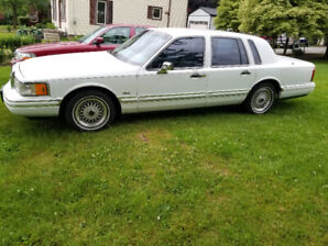 1993 Lincoln Town Car Executive Series- (Amazing Condition)