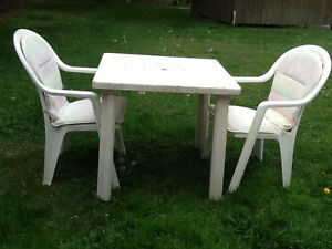 SET DE PATIO EN PVC BLANC