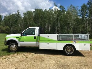 2000 Ford F-450 Flatbed Pickup Truck