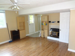 room for rent 5 minutes from Fanshawe and 10 walk to the hospita