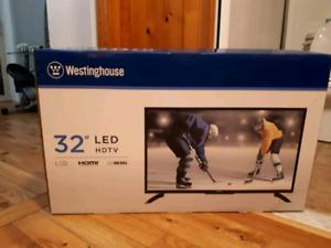 """Télévision 32"""" LED, neuve à st-sauveur"""