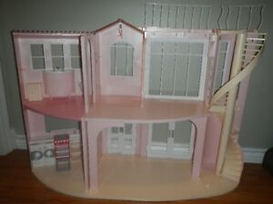 Fold up doll house