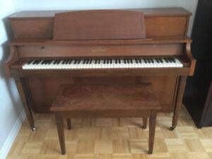 Piano (d'appartemen) Willis & Co Limited avec banc