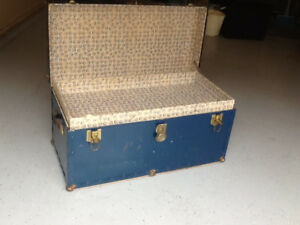 CLASSIC OLD TRUNK