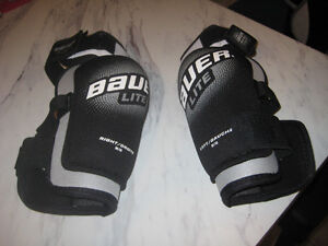 Bauer Lite Elbow Pads Mens Medium size (New Never used)